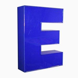 Letra E de plexiglás, años 70