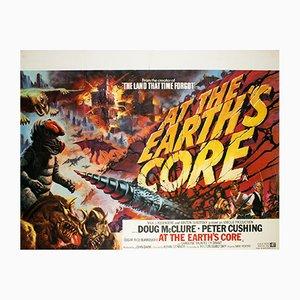 Affiche de Film At The Earth's Core par Tom Chantrell, Grande-Bretagne, 1976