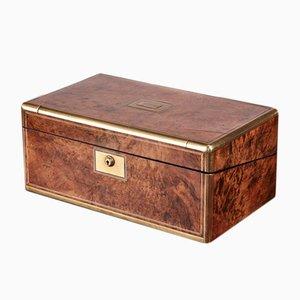 Caja de escritorio victoriana de latón y nudo de nogal, década de 1850