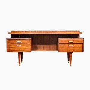 Mid-Century Schreibtisch aus Nussholz von Donald Gomme für G-Plan