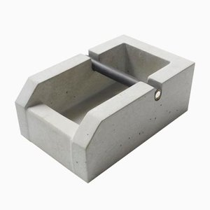 Knockbox Espresso in cemento di Ulf Neumann per rohes wohnen, 2018