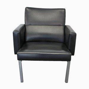Niederländischer Sessel aus schwarzem Kunstleder von AP Originals, 1960er