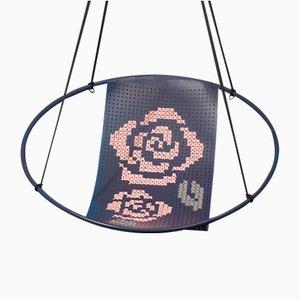 Veilchenblauer Hängestuhl mit Kreuzstichstickerei von Studio Stirling