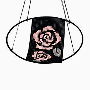 Silla colgante Cross Stitch bordada de Studio Stirling