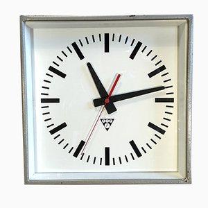 Reloj de pared industrial cuadrado de Pragotron, años 70
