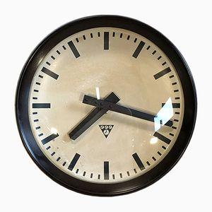 Horloge Murale d'Usine Industrielle en Bakélite de Pragotron, 1960s,