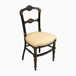 Sedia scultorea Art Nouveau in legno di noce ebanizzato e intagliato a mano di Giacomo Cometti