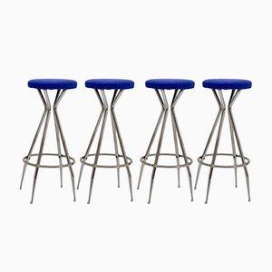 Taburetes de bar de metal cromado y cuero sintético azul, años 50. Juego de 4