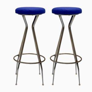 Taburetes de bar de metal cromado y cuero sintético azul, años 50. Juego de 2