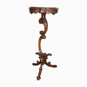 Tavolino da caffè antico in legno di noce intagliato, fine XIX secolo