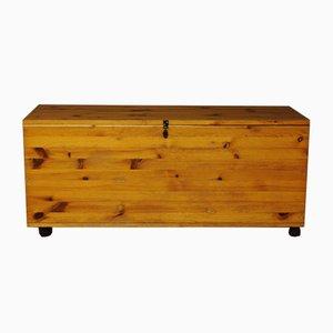 Schwedische Vintage Holztruhe