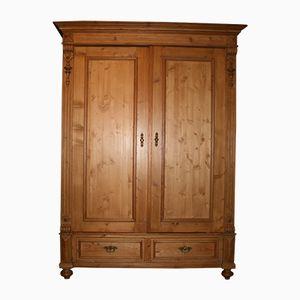Armario estilo guillerminista antiguo de madera blanda