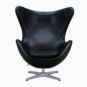 Egg chair Mid-Century in pelle nera di Arne Jacobsen per Fritz Hansen, 2007