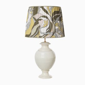 Lámpara de mesa estriada de Marioni