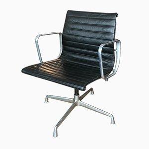 Sedia EA 108 vintage in pelle nera e alluminio lucido di Charles & Ray Eames per Herman Miller