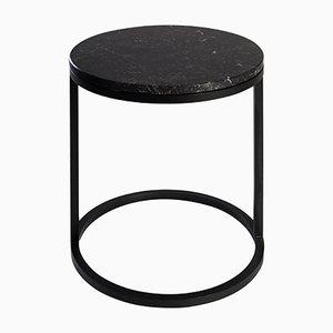 Tavolino Diana rotondo moderno in acciaio verniciato a polvere e marmo di Casa Botelho