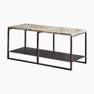 Mesa auxiliar Eros de mármol y acero recubierto de pintura en polvo de Casa Botelho