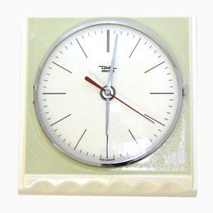 Reloj de pared eléctrico de porcelana esmaltada en verde y blanco, años 60