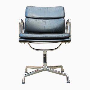 Chaise Pivotante EA 208 en Cuir Matelassé Souple par Charles & Ray Eames pour Vitra