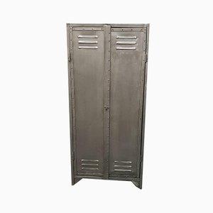 Armario industrial vintage de metal con remaches con dos puertas