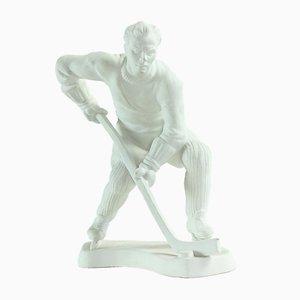 Weiße Vintage Porzellanfigur eines Eishockeyspielers von Royal Dux, 1947