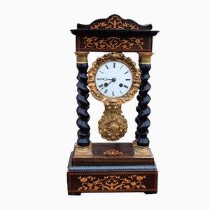 Reloj de repisa antiguo grande con incrustaciones de marquetería