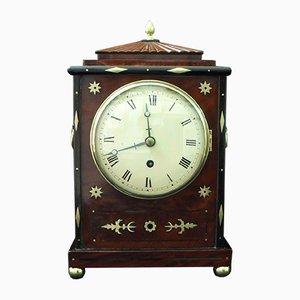 Reloj de repisa Regency de caoba con incrustaciones de latón, 1825