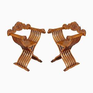 Vintage Savonarola Stühle aus hellem geschnitztem Nussholz im Renaissance Stil, 2er Set