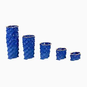 Porcellane Ø Wave blu e dorate di Mari JJ Design