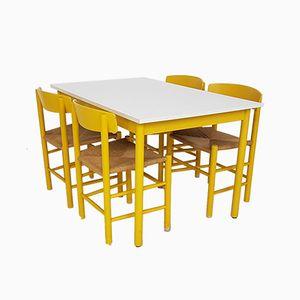 Tavolo da pranzo J39 giallo con quattro sedie di Børge Mogensen per FDB, anni '60