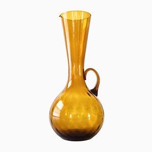 Dekorativer dunkel-bernsteinfarbener Mid-Century Glaskrug