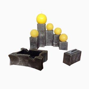 Juego de candelero, cenicero y encendedor escultural brutalista de hierro, años 60