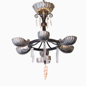 Lámpara de araña antigua en forma de conchas de bronce plateado