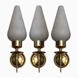 Applique in ottone e vetro opalino di Arredoluce, Italia, anni '50, set di 3