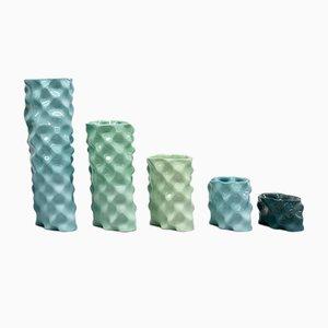 Porcellane Ø Wave color ciano, celadon, verde e verde scuro di Mari JJ Design