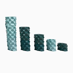 Porcellane Ø Wave color ciano e verde scuro e di Mari JJ Design