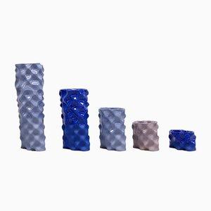 Porcellane Ø Wave color blu cobalto, lavanda e malva di Mari JJ Design