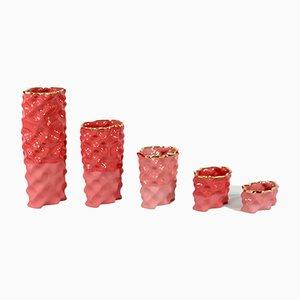 Juego de cerámica Ø Wave en rojo, coral y dorado de Mari JJ Design