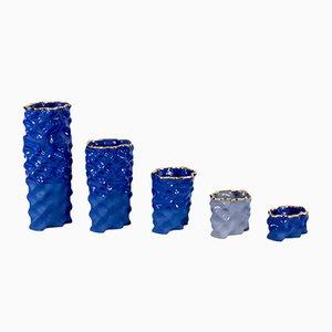 Porcellane Ø Wave color blu cobalto, lavanda e dorate di Mari JJ Design