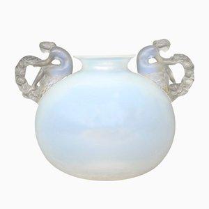 Französische Vintage Art Déco Vase aus Opalglas von René Lalique, 1926