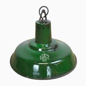 Lámpara colgante húngara industrial esmaltada en verde, años 50