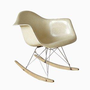 Sedia a dondolo RAR in fibra di vetro di Charles & Ray Eames per Herman Miller, anni '60