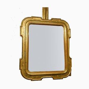 Espejo antiguo con marco dorado y bajorrelieves