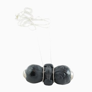 Schwarz und Silber Sucker Halsketten-Anhänger von Maria Juchnowska 2016