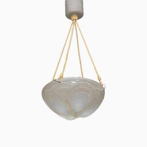 Deckenlampe aus opaleszierendem Glas mit Muschel-Muster von Rene Lalique, 1921