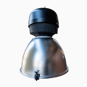 Lámpara de suspensión industrial vintage grande de Cariboni, años 90