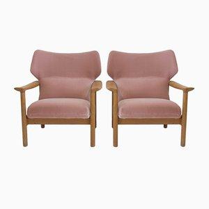 Pinkfarbene dänische Armlehnstühle aus Samt mit Eichenrahmen, 1960er, 2er Set