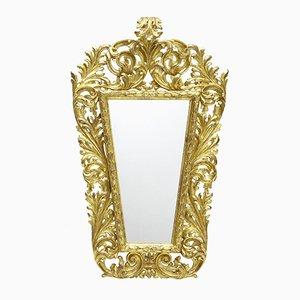 Espejo italiano de madera dorada tallada del siglo XVIII