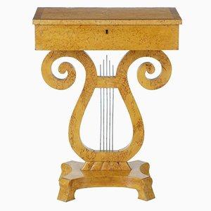 Mesa de costura de madera nudosa de abedul del siglo XIX