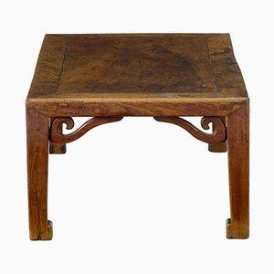 Tavolino basso in legno di olmo intagliato, Cina, XIX secolo